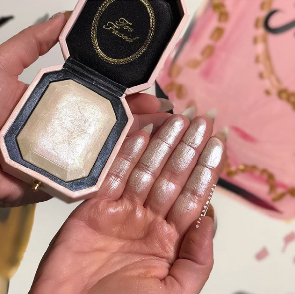Too Faced: Diamond Highlighter